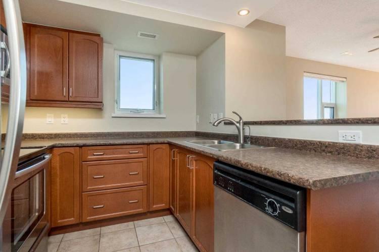 200 Halton Hills Dr, Halton Hills, Ontario L7G0C4, 1 Bedroom Bedrooms, 6 Rooms Rooms,2 BathroomsBathrooms,Other,Sale,Halton Hills,W4812515