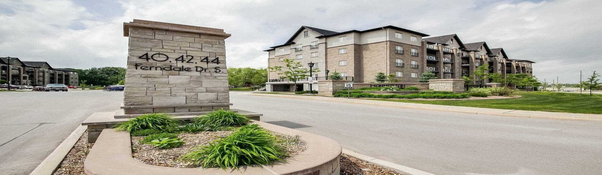 40 Ferndale Dr, Barrie, Ontario L4N 2L3, 3 Bedrooms Bedrooms, 6 Rooms Rooms,2 BathroomsBathrooms,Condo Apt,Sale,Ferndale,S4791560