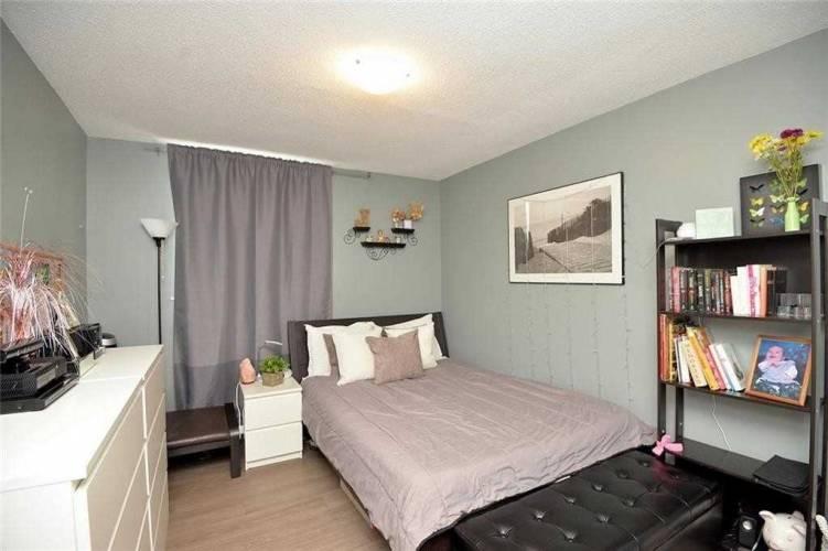 975 Warwick Crt- Burlington- Ontario L7T 3Z7, 3 Bedrooms Bedrooms, 8 Rooms Rooms,2 BathroomsBathrooms,Condo Apt,Sale,Warwick,W4812569