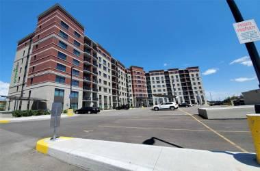 39 New Delhi Dr, Markham, Ontario L3S0E1, 2 Bedrooms Bedrooms, 6 Rooms Rooms,2 BathroomsBathrooms,Condo Apt,Sale,New Delhi,N4813099