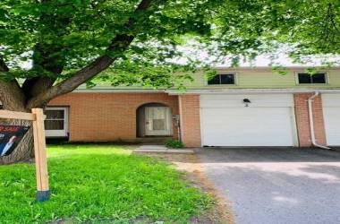 2 Bernick Dr- Barrie- Ontario L4M5K4, 4 Bedrooms Bedrooms, 7 Rooms Rooms,2 BathroomsBathrooms,Condo Townhouse,Sale,Bernick,S4769502