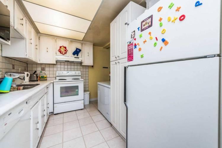 24 Rusthall Way, Brampton, Ontario L6V3R6, 3 Bedrooms Bedrooms, 7 Rooms Rooms,2 BathroomsBathrooms,Att/row/twnhouse,Sale,Rusthall,W4776600