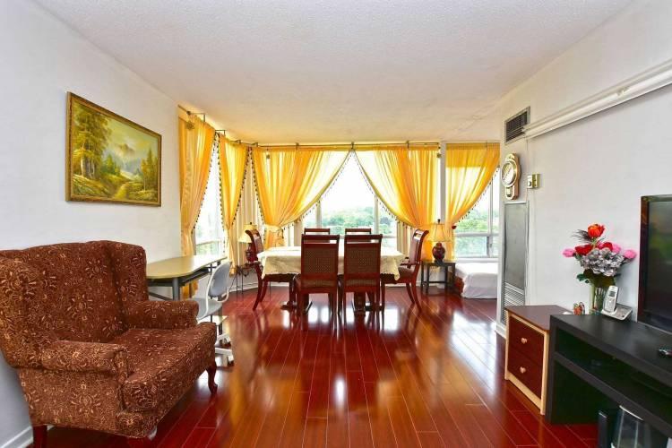 26 Hanover Rd- Brampton- Ontario L6S4T2, 3 Bedrooms Bedrooms, 6 Rooms Rooms,2 BathroomsBathrooms,Condo Apt,Sale,Hanover,W4777915