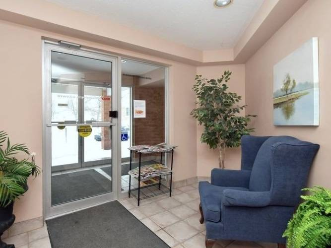250 Robert St- Shelburne- Ontario L9N3P9, 2 Bedrooms Bedrooms, 7 Rooms Rooms,1 BathroomBathrooms,Condo Apt,Sale,Robert,X4780571